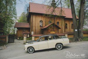 ślub drewniany kościółek