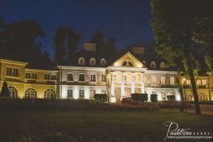 pałac Śmiłowice w nocy